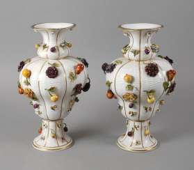 Thuringia large vase couple with flowers and fruits decoration