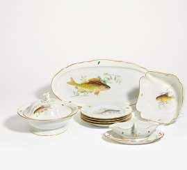 Dinner service with fish decor