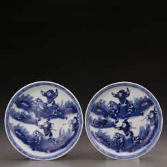 A pair of Kangxi blue and white porcelain hunting plates in the Qing Dynasty