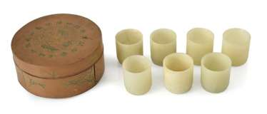 Set of seven Jadebechern in a round bamboo box
