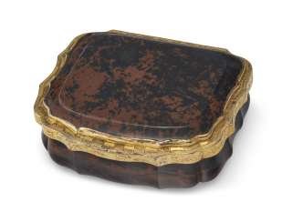 A CONTINENTAL GILT-METAL-MOUNTED AGATE SNUFF BOX