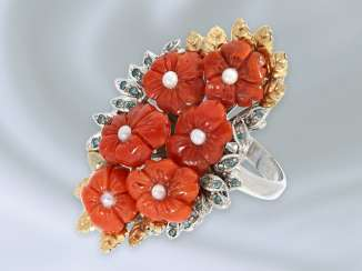 Ring: fancy vintage flower ring with coral and blue diamonds, 14K white gold