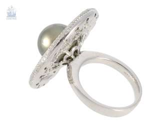 Ring: high-fine, modern gold wrought ring with a large Tahitian pearl and fine diamonds, crafted in 18K white gold with 1,82 ct brilliant-cut diamonds, never worn