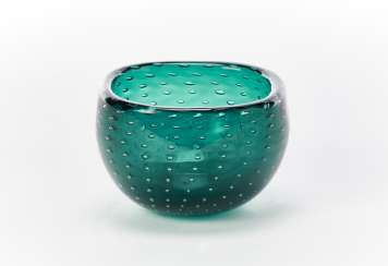 Transparent green sommerso glass bowl with inclusion of bubbles arranged regularly with rounded quadrangular rim