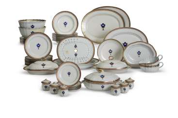 A CHINESE EXPORT PORCELAIN BLUE ENAMEL AND GILT PART DINNER SERVICE