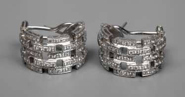 Pair of stud earrings with diamond trim