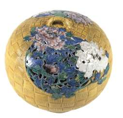 Koro made of porcelain in the Form of a braided basket with peonies