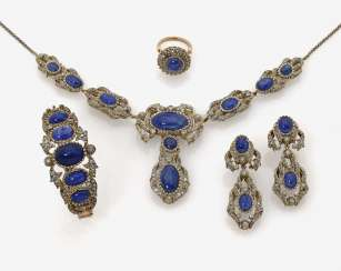 Parure consisting of necklace, bracelet, a Pair of drop earrings and a Ring