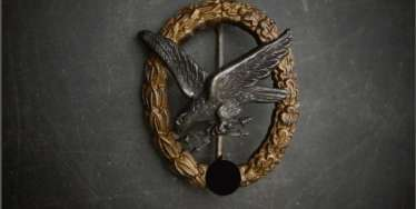 Luftwaffe gunner badge with lightning bolt