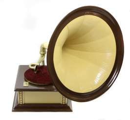Funnel gramophone, coin-operated