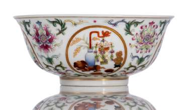'Famille rose'bowl made of porcelain with medallions