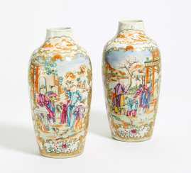 Pair of lantern vases with the Manchu families in the garden landscape