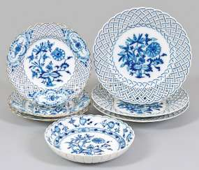 Small collection of porcelains with onion pattern decoration
