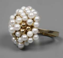 Ladies ring with pearl