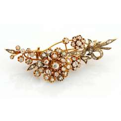 Brooch decorated with diamonds