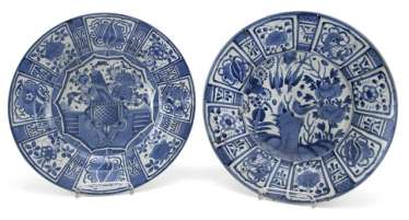Two blue-and-white decorated round plates made of porcelain in the Kraak style