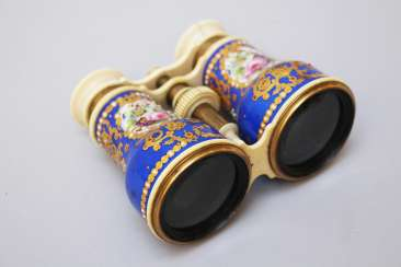 Vienna enamel opera binocular, painted and gilded, I endings, adjustable, glass lens, 19. century