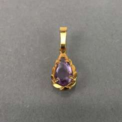 Pendant with Amethyst, yellow gold 333.