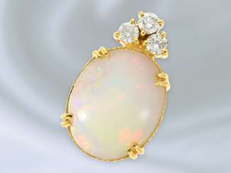 Trailer: high quality, very decorative gold wrought pendant with a beautiful Opal and diamonds