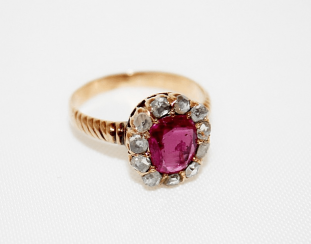 Ring with diamonds and ruby
