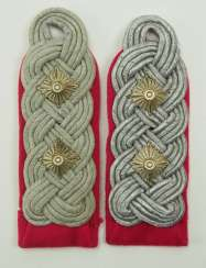 Wehrmacht: pair of shoulder boards for a colonel in the general staff.