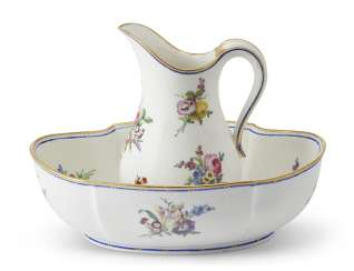 A VINCENNES PORCELAIN EWER AND A BASIN