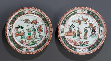 Pair of 'Famille verte'plates made of porcelain with a scene of ladies in a garden landscape
