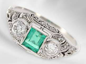 Ring: high-fine antique platinum ring with a beautiful emerald and 2 old European cut diamonds, total approx 1,18 ct, probably around 1920