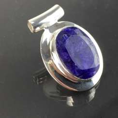 Classic Anhängher with a large bright sapphire / Safir of approximately 25 carats in silver 925.