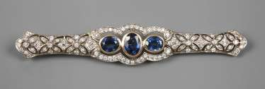 Bar brooch with sapphires and diamonds
