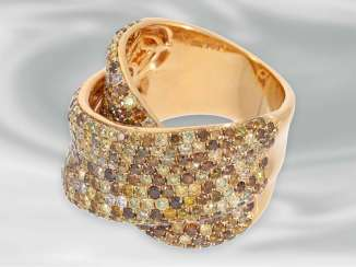 Ring: tasteful and decorative, framed, modern Designer gold wrought ring set with numerous fancy brilliant-cut diamonds, a total of 4.36 ct