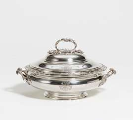 Lidded silver bowl with rocaille handle