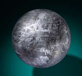 MUONIONALUSTA METEORITE CRYSTAL BALL — CRYSTALLINE STRUCTURE OF AN IRON METEORITE DRAMATIZED IN THREE DIMENSIONS