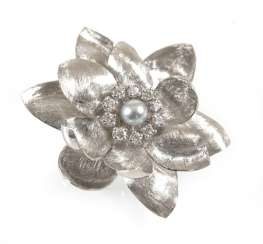 Brooch In Flower Shape, 750 Wg,