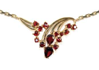 Garnet necklace 585 yellow gold.