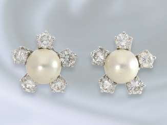 Earrings: decorative 18K white gold vintage ladies stud earrings with cultured pearl/brilliant stocking, hand made, approx. 1ct