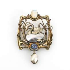 Large Art Nouveau brooch with mother-of-pearl and various stones