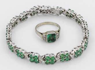 Emerald bracelet with a tourmaline ring