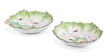 A PAIR OF BERLIN PORCELAIN LEAF-SHAPED DISHES