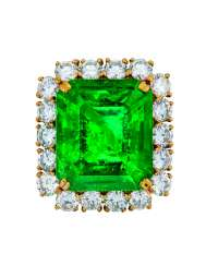 EXCEPTIONAL EMERALD AND DIAMOND RING, REZA