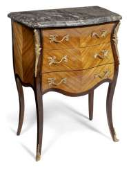 Small Louis XV chest of drawers. France, 18. Century
