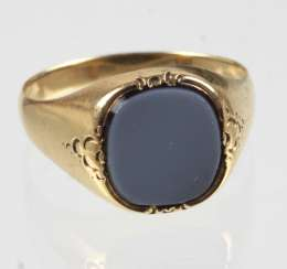 Men's ring with stone - yellow gold 585
