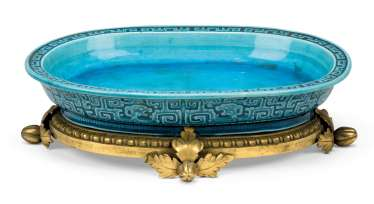A FRENCH ORMOLU-MOUNTED CHINESE TURQUOISE-GLAZED DISH