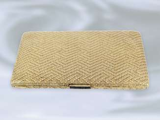 Cigarette case: extremely high-quality, hand-crafted, vintage cigarette case is made of 18K Gold, approx 1960