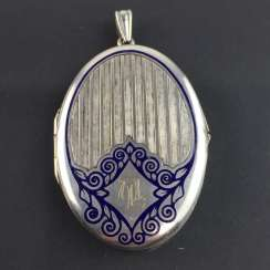 Patriotic pendant / Locket-pendant / folding trailer: with two photos, engraved, enamelled in dark blue, around 1940,