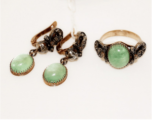 Earrings and ring with emeralds and diamonds