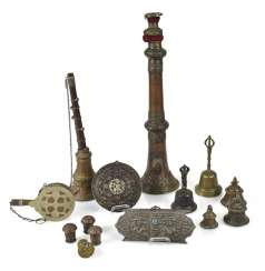 Mixed lot of arts and crafts, including two extension cells, Ghantas, inter alia,