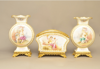 The set of three vases France in 19