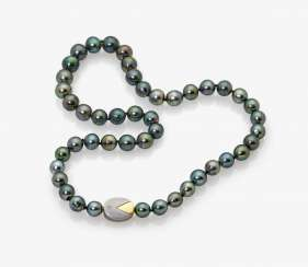 Tahitian cultured castle pearl necklace with Brilliant