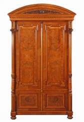 Wilhelminian style cabinet with arched gable on slender columns from around 1880/90